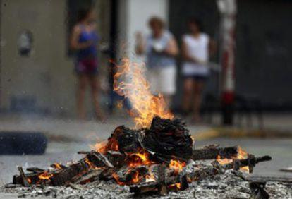 Hoguera en un barrio de Buenos Aires, el viernes