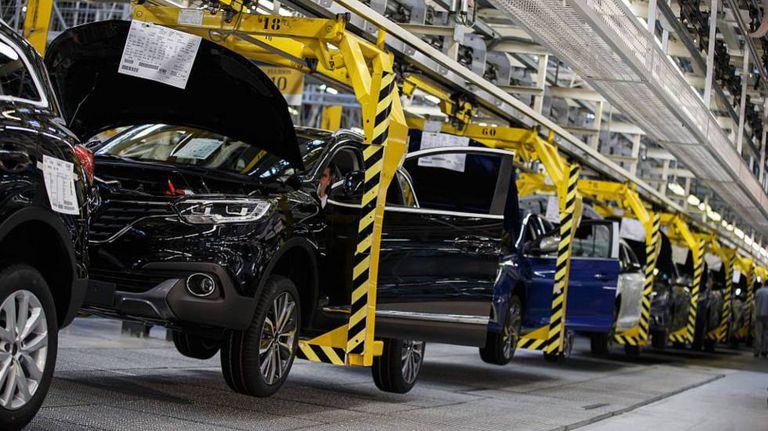 Una línea de montaje en la fábrica de Renault en Palencia.