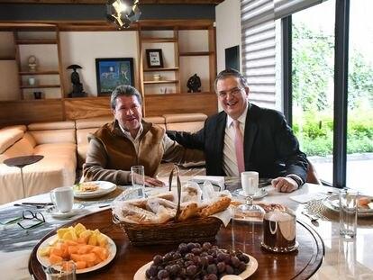 Ricardo Monreal y Marcelo Ebrard durante un desayuno en la ciudad de Zacatecas, el 12 de septiembre de 2021.