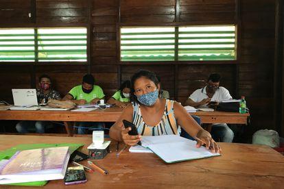 Luciane do Nascimento, vecina de la aldeã de Punã, alumna del curso de técnico en gestión de desarrollo sostenible de la Fundação Amazonia Sustentavel y madre de ocho hijos.