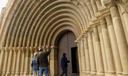 Portada románica del monasterio de Santa Maria de Sijena, Huesca.