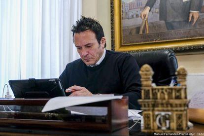 El alcalde de Cádiz, José María González, en su despacho.