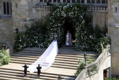 Meghan Markle llega sola a la capilla.