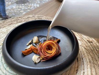 Moluscos con verduras feas y jugo fermentado de nabos. J. C. CAPEL