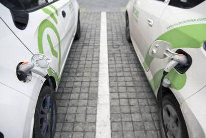 La 'startup' EVCard dispone de varios cientos de pequeños coches eléctricos distribuidos en aparcamientos con electrolineras.