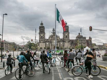13 de Mayo 2021 - Un recorrido de bicicleta en la colonia Centro Hist—rico en el Zocalo de la Ciudad de Mexico, Mexico.Foto de Meghan Dhaliwal