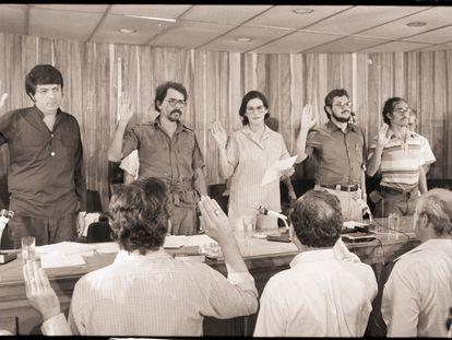 La Junta de Gobierno formada en Nicaragua tras el triunfo de la revolución sandinista en 1979. En la imagen aparecen el escritor Sergio Ramírez, Daniel Ortega, Violeta Chamorro, Alfonso Robelo y Moises Hassan.