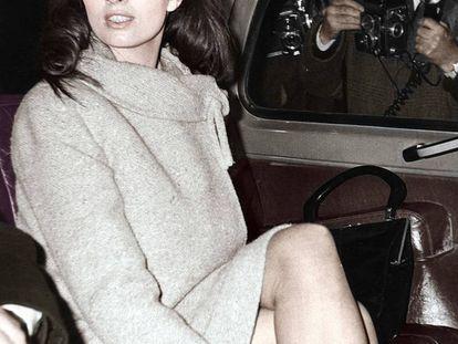 Christine Keeler, figura central del escándalo Profumo, llega a Old Bailey, el Tribunal Penal Central de Inglaterra y Gales, en 1963.