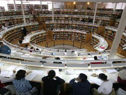 Estudiantes en la biblioteca de la Universidad Carlos III de Madrid.