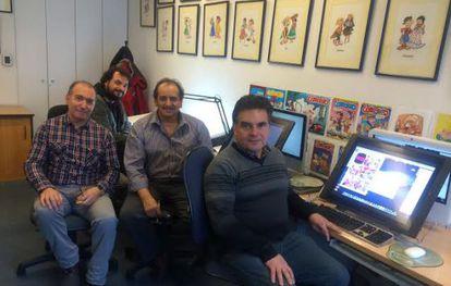 Los dibujantes Juan Plaza, Álvaro Flores, Luis Sepúlveda y Sergio González, parte de los caricaturistas de Condorito, en su oficina de Santiago de Chile.