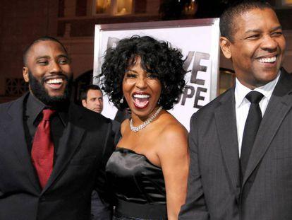 John David Washington, junto a sus padres, Pauletta y Denzel Washington, en Los Ángeles, en 2010.