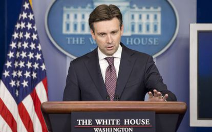 El portavoz de Obama, Josh Earnest.