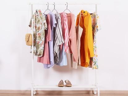 Una manera práctica de localizar rápidamente la prenda ideal y conseguir una bonita decoración. GETTY IMAGES.