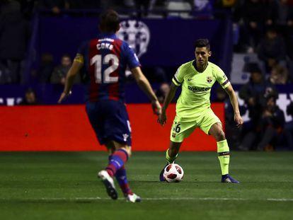 Chumi, durante el partido de ida de octavos entre el Levante y el Barcelona.