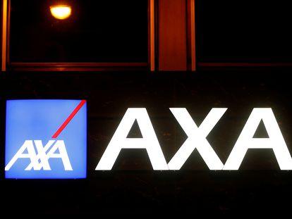 Logo de la aseguradora Axa en su sede de Suiza, en marzo de 2020.