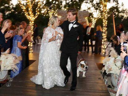 Kaley Cuoco y Karl Cook tras su boda.