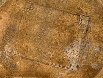 Vista aérea de la planta del edificio romano del yacimiento de cerro de La Muela.