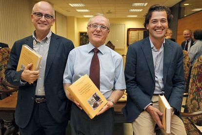 Justo Serna, Francisco Oltra y Nicolás Bas presentaron ayer en Valencia <i>Ilustración y Progreso.</i>