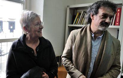 Maixabel Lasa y Txema Urkijo, esta mañana tras la rueda de prensa en Vitoria
