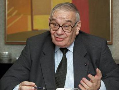 Blas Calzada cuandoe ra presidente de la Comisión Nacional del Mercado de Valores (CNMV)