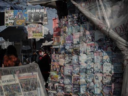 Un puesto de periódicos en la esquina de Avenida Puente de Alvarado, en Ciudad de México.