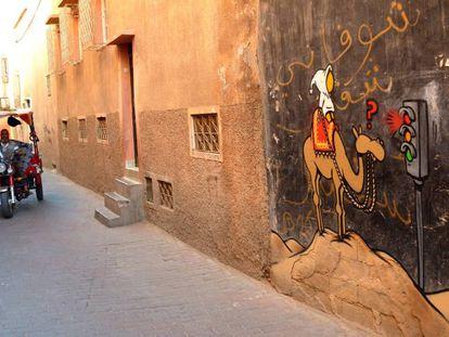 Uno de los grafitis de Jace, en la medina de Marrakech.