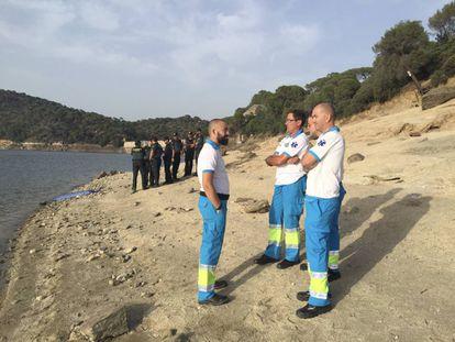 Sanitarios del Summa y guardias civiles, en la búsqueda del pantano de san Juan.