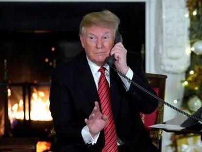 El presidente de Estados Unidos participa junto a la primera dama, Melania Trump, en una ronda navideña de llamadas con niños