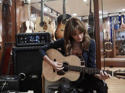 Carla Bruni trae a Barcelona y Madrid las canciones de su disco 'French Touch'.