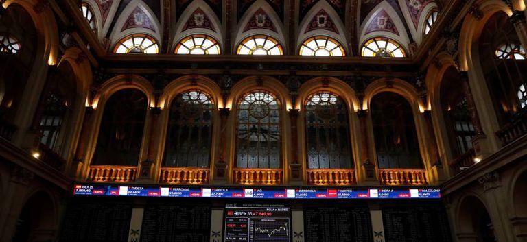 Panel del Ibex en la Bolsa de Madrid.