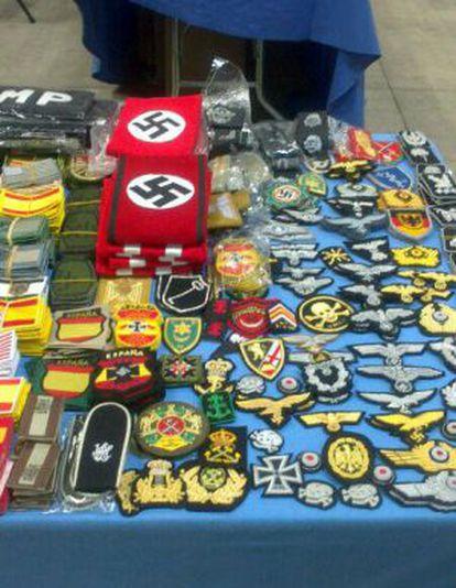 Material nazi exhibido en la feria del pasado fin de semana.