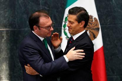 El expresidente Enrique Peña Nieto y el entonces secretario de Hacienda, Luis Videgaray, en ceremonia pública en 2016