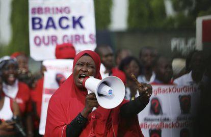 Una manifestación en Lagos (Nigeria) a finales de mayo, para exigir la liberación de las 200 chicas secuestradas en abril por Boko Haram. / Afolabi Sotunde (REUTERS)