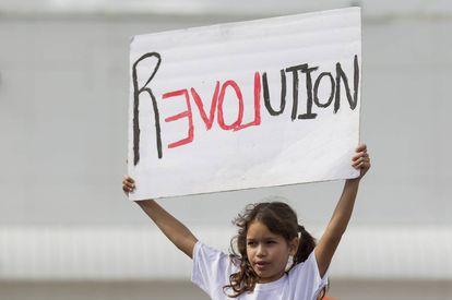 Una niña sostiene una pancarta en la Marcha de las Mujeres del pasado 21 de enero.