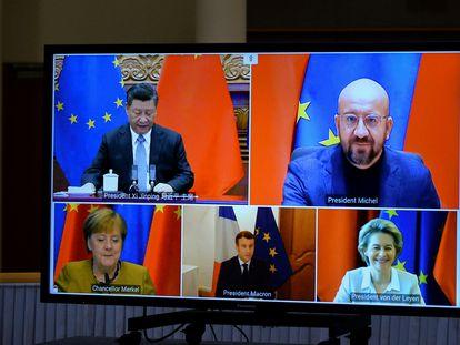 Ursula von der Leyen, Charles Michel, Angela Merkel, Emmanuel Macron y Xi Jinping durante una videoconferencia en Bruselas en diciembre de 2020.