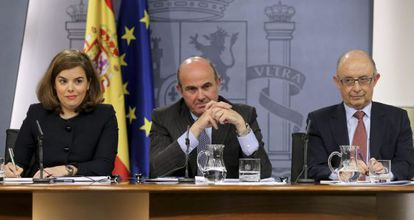 Sáenz de Santamaría, Guindos y Montoro, tras un Consejo de Ministros.