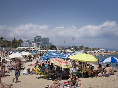 La playa de Bogatell de Barcelona el 18 de julio.