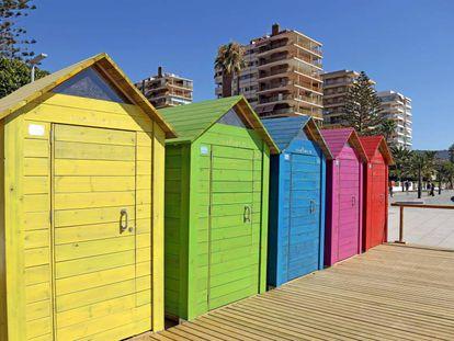 Casetas de baño instaladas este verano en la playa de Benicàssim (Castellón).