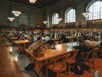 Un entorno silencioso, como el interior de la biblioteca pública de Nueva York (en la foto), es ideal para fomentar el aprendizaje.