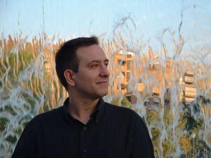 El poeta Eduardo García, retratado en 2004.
