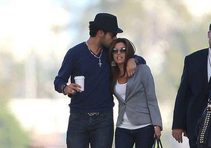 Eduardo Cruz y Eva Longoria pasean por Miami en febrero de 2011, poco después de que se conociese su relación.