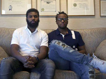 Rashon Nelson (izda) y Donte Robinson (dcha), el 18 de abril de 2018. En vídeo, así fue la polémica de Starbucks.