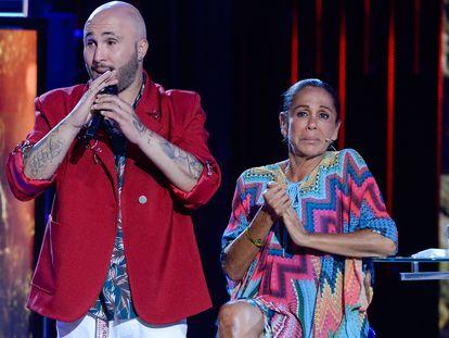 Fotografía de archivo de la cantante Isabel Pantoja y su hijo Francisco Rivera Pantoja en el programa de televisión 'Supervivientes', en Madrid, en julio de 2019.