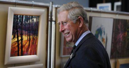El príncipe Carlos durante su visita una exposición en la ciudad escocesa de Thurso, Escocia.