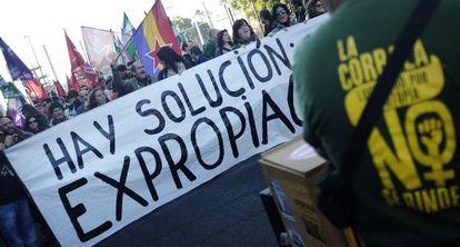 Cabeza de la manifestación en apoyo a la corrala La Utopía.