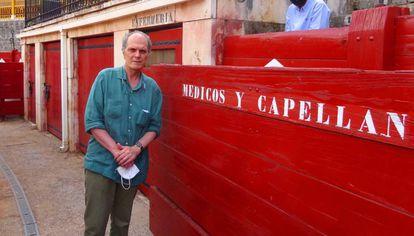 Enrique Crespo, en el callejón de la plaza de toros de Aranjuez.