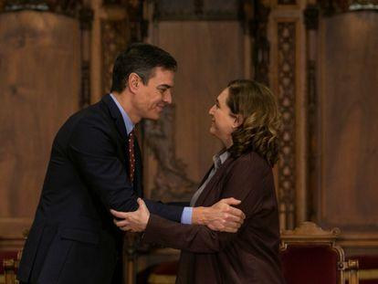 El presidente del Gobierno, Pedro Sánchez y la alcaldesa de Barcelona, Ada Colau, en 2020.