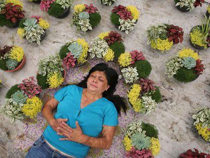 Elisa Xolalpa, de 38 años, sobrevivió a un ataque con ácido de su expareja mientras estaba atada a un poste. Sucedió hace 20 años cuando tenía 18.
