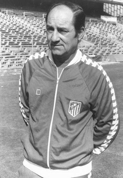 Luis Carriega Cid, como entrenador del Atlético.