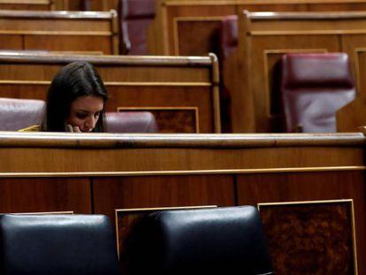 La portavoz parlamentaria de Unidos Podemos, Irene Montero, durante la penúltima sesión de control de la legislatura en el Congreso.